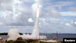 지난 2001년 7월 미국 반덴버그 공군기지에서 미니트맨 대륙간탄도미사일(ICBM) 요격 시험을 실시하였다. 요격 시험을 위해 ICBM을 시험발사하는 장면.