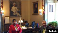 Astrid Silva se reunió con el líder de la mayoría en el Senado, el senador Harry Reid. [Foto: Cortesía oficina senador Reid].