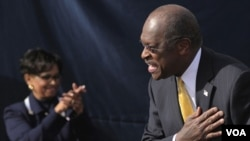 Herman Cain (kanan) menyatakan mengundurkan diri dari pencalonan sebagai kandidat presiden AS dari Partai Republik.