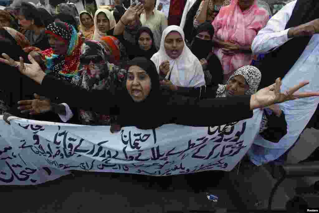 کراچی میں انسداد پولیو کی کارکنان سراپا احتجاج ہیں