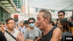 香港旺角支持佔中的人士 (美國之音方正拍攝)