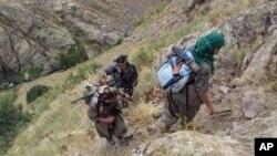 Irak sınırı yakınında PKK militanları (Mayıs 2013)