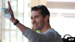 澳廣駐京記者比爾·博圖斯(Bill Birtles)2020年9月8日抵達悉尼機場。