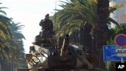 Un char de l'armée tunisienne près du palais présidentiel de Carthage