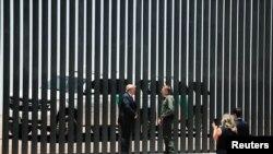 პრეზიდენტი ტრამპი არიზონის სასაზღვრო კედელთან