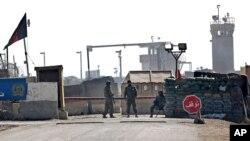 Seis soldados muertos y tres heridos es el resultado del ataque suicida en la base área Bagram, en Afganistán, el lunes, 21 de diciembre de 2015.