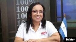 Lucía Pineda Ubau, jefa de prensa de 100% Noticias, permanece detenida por orden del gobierno de Daniel Ortega. Laaudiencia inicial está programada para el próximo 25 de enero de 2019.