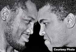 កីឡាករ Joe Frazier និងលោក Muhammad Ali តទល់មុខគ្នានៅមុនការប្រកួត កាលពីឆ្នាំ១៩៧១។ (រូបថតផ្តល់ឲ្យដោយ George Kalinsky)