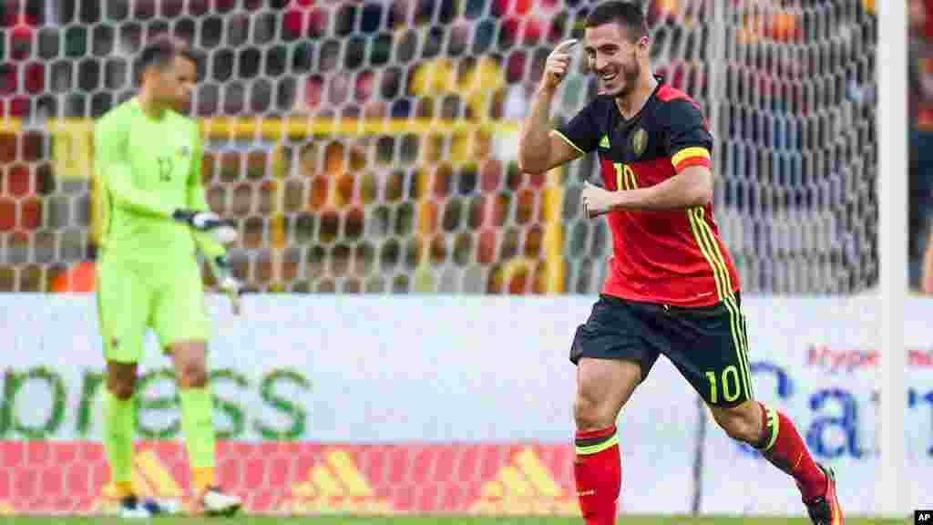 Le joueur belge Eden Hazard célèbre son but après avoir marqué contre la Norvège, Bruxelles le 5 juin 2016.