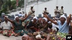 Wanawake wa Congo.(AP Photo/John Bompengo)