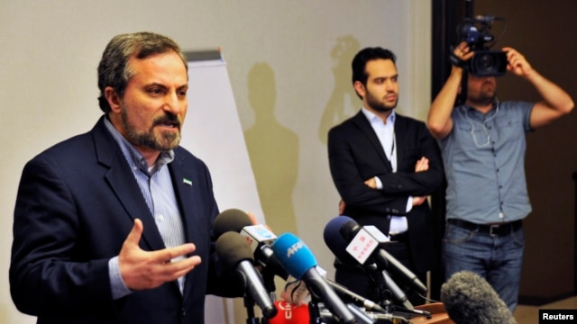 Louay al-Safi, Syrian National Coalition spokesman, left, addressing news conference, Istanbul, May 26, 2013.