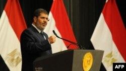 Tổng thống Ai Cập Mohammed Morsi đọc diễn văn truyền hình toàn quốc tại Cairo, ngày 26/6/2013.