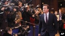 英國首相卡梅隆星期四抵達布魯塞爾歐洲峰會時對記者發表講話