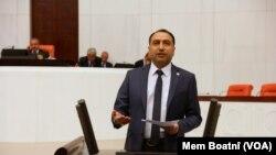 Parlementerê Partîya Demokratîk ya Gelan (HDP) yê Stenbulê Alî Kenanoglu