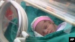 Bayi yang lahir prematur dirawat dalam inkubator di sebuah rumah sakit (foto: ilustrasi). Tingkat kelahiran prematur di AS yang hampir 10 persen, masih cukup tinggi untuk ukuran negara maju.