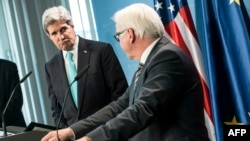 German Foreign Minister Frank-Walter Steinmeier (R) and US Secretary of State John Kerry (L) address a press conference, Jan. 31, 2014 in Berlin, Germany.