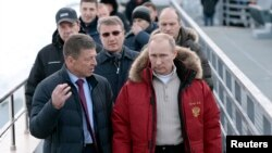 3일 푸틴 대통령이 소치 근처 올림픽 경기가 열릴 장소를 방문하고 있다.