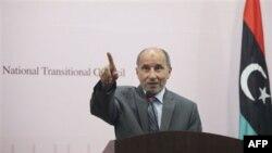 Ông Abdel Jalil, người đứng đầu Hội đồng Chuyển tiếp đối lập nói trong lúc này, phe nổi dậy không biết ông Moammar Gadhafi đang ở đâu