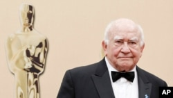 FILE - Actor Ed Asner arrives during the 82nd Academy Awards in the Hollywood section of Los Angeles, March 7, 2010.