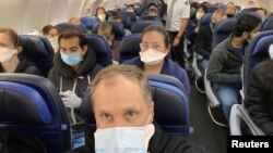 A United Airlines flight from Newark to San Francisco is crowded with passengers in this picture obtained from social media May 9, 2020. (Ethan Weiss/via REUTERS)