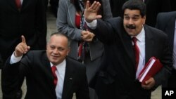 Maduro, que salió en defensa de Diosdado Cabello, ha amenazdo respalda la amenaza de demandar al periódico.