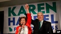 Bà Karen Handel và chồng vui mừng khi thắng cử, ngày 20/6/2017.