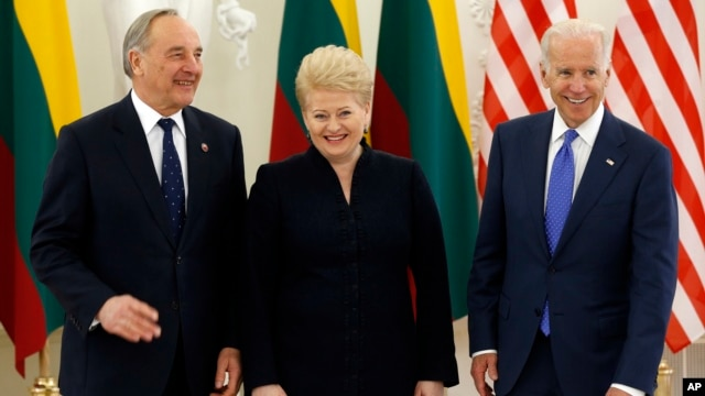 U.S. Vice President Joe Biden, (R) Lithuania's President Dalia Grybauskaite, (C) and Latvia's President Andris Berzins, (L), pose for photographers  prior to their meeting at the Presidential palace in Vilnius, Lithuania, March 19, 2014