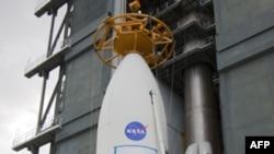 Curiosity tədqiqat aparatı Mars planetində həyatın olub olmamasını araşdıracaq (video)