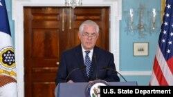 렉스 틸러슨 미국 국무장관이 지난 4월 워싱턴 국무부 청사에서 외교 현안에 대해 브리핑하면서 북한을 테러지원국으로 재지정하는 문제를 언급했다.