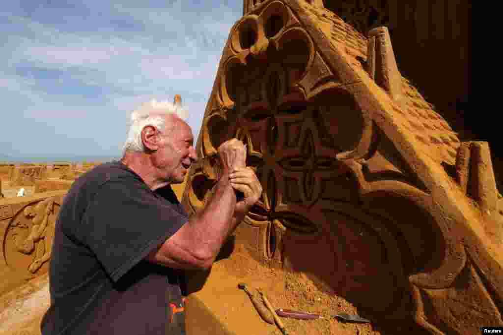 اس میلے میں دنیا کے مختلف ممالک سے تعلق رکھنے والے 40 ماہر مجسمہ سازوں نے حصہ لیا۔