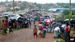 ဘဂၤလားေဒ့ရွ္ႏုိင္ငံ Cox's Bazar ခ႐ုိင္က ကုတုပေလာင္ ႐ုိဟင္ဂ်ာဒုကၡသည္စခန္း။ (ဇြန္ ၂၊ ၂၀၂၀)