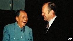 明顯衰老的毛澤東1975年12月會見來訪的美國總統福特