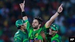 شاہد آفریدی نے میچ کے بہترین کھلاڑی کا اعزاز حاصل کیا