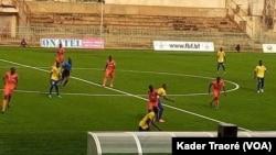 Sur 9 matchs programmés pour la 1re journée, seulement 3 ont pu avoir lieu; Ouagadougou, le 21 septembre 2020 (VOA/Kader Traoré)