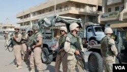 Tentara AS yang sedang bertugas di Irak. Sedikitnya 15 tentara AS telah tewas dalam bulan ini di Irak.
