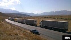 عکس آرشیوی از صف کامیون ها و تریلرهای حامل کالا برای عبور از مرز مشترک ایران و ترکیه