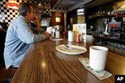 미국 미시간주 세인트클레어쇼어즈시의 한 식당에 손님이 팁을 남기고 떠났다.