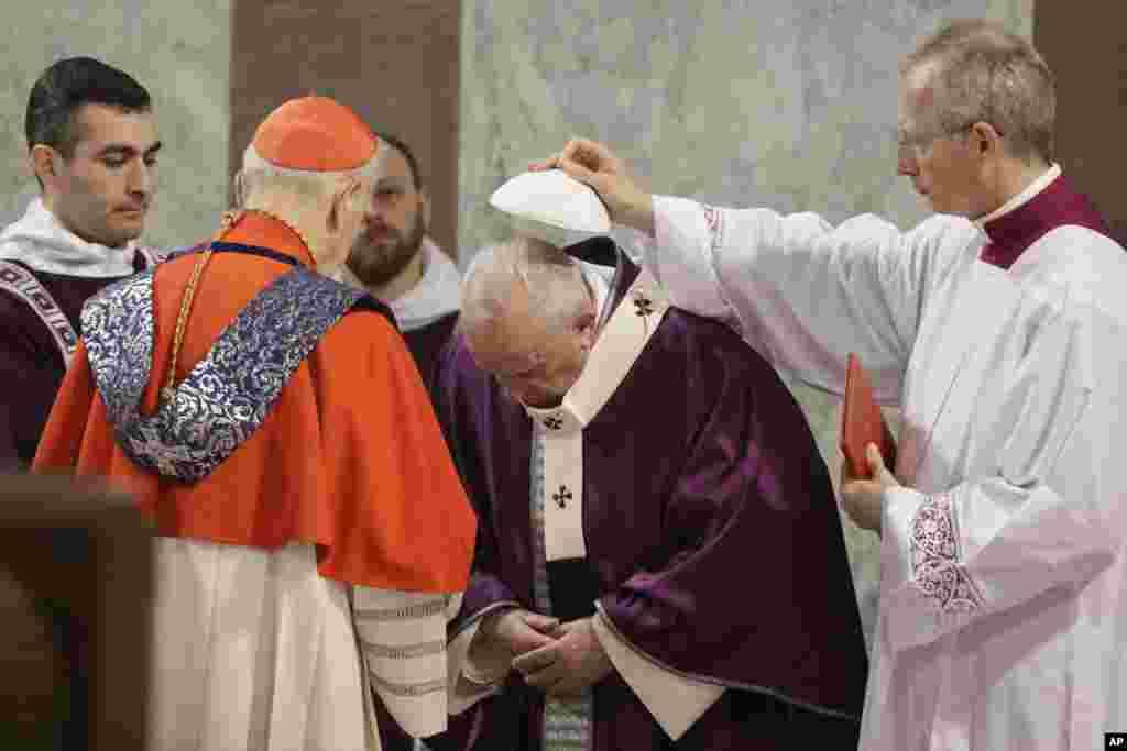 یک مراسم مذهبی پیش از هفته مقدس و ایستر در رم با حضور پاپ فرانسیس.
