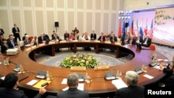 談判代表開會前拍照