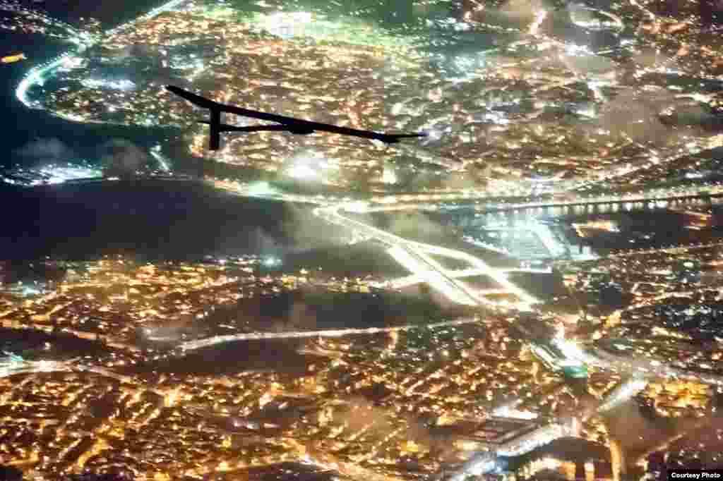Польот над містом Рабат, Марокко, 5-те червня, 2012. (Jean Revillard/Rezo.ch)
