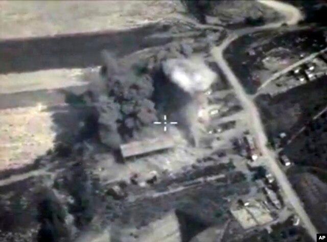 Hình ảnh từ video đăng trên website của Bộ Quốc phòng Nga vào ngày 4 tháng 10, 2015, cho thấy một vụ nổ bom ở Syria.