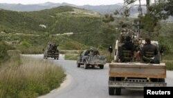 Đoàn xe của phiến quân Hồi giáo tiến vào Jisr al-Shughour, 20/4/2015.