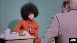 Кадр из фильма «Власть – черным. 1967-1975»