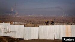 몽골 수도 울란바토르의 건설 현장에서 노동자들이 일하고 있다. (자료사진)