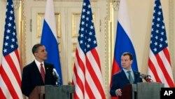 Барак Обама и Дмитрий Медведев. Прага. 8 апреля 2010 г.