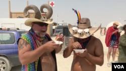 Burning Man, eksperimen komunitas yang menolak kapitalisme.