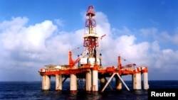 Salah satu anjungan minyak di lepas pantai Laut China Selatan (Foto: dok). Revenue Watch Institute mengatakan kurang dari 20 persen negara kaya SDA yang transparan.