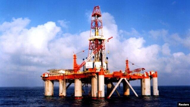 Ảnh minh họa: Giàn khoan dầu của Tổng công ty dầu khí ngoài khơi quốc gia Trung Quốc CNOOC.