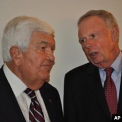 Πρέσβης T. Korologos με R. Ewing