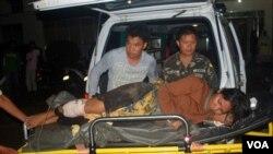 Pengusaha wanita Luisa Galvez dilarikan ke rumahsakit militer di kota Zamboanga setelah dibebaskan dari sandera militan Abu Sayaaf (19/9).
